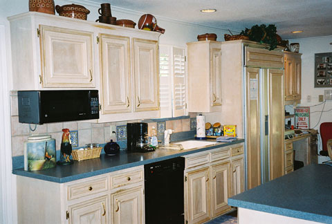 Catahoula artisan 39 s gallery cabinet photo page high for White pickled kitchen cabinets